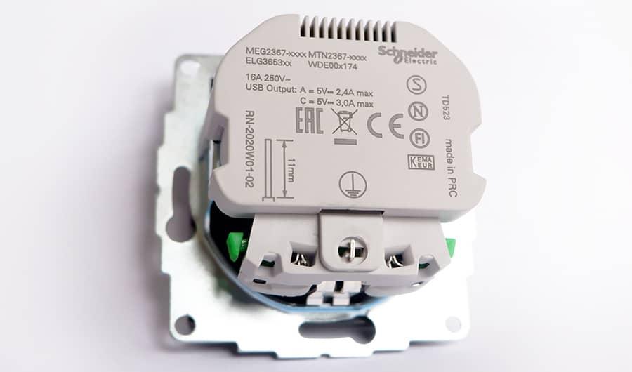 Merten USB-Stopcontact achterzijde eenvoudig aansluiten