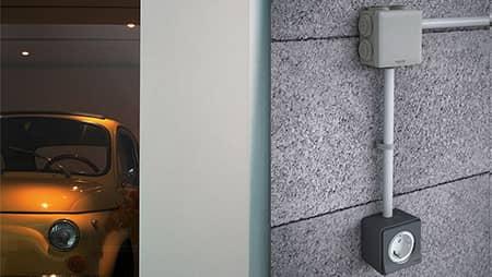 Mureva Styl buitenstopcontact aangesloten in garage