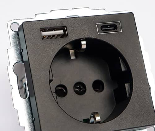 USB Type A+C stopcontact Merten close up